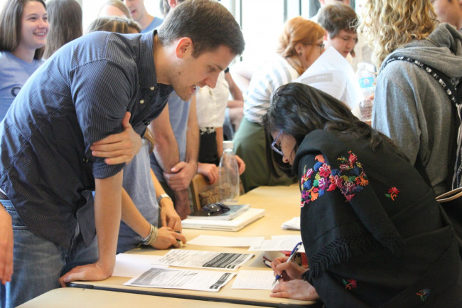 Students sign up for projects at the 2014 Pro Bono Sign Up Fair